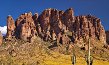 mysteries-superstition-mountains