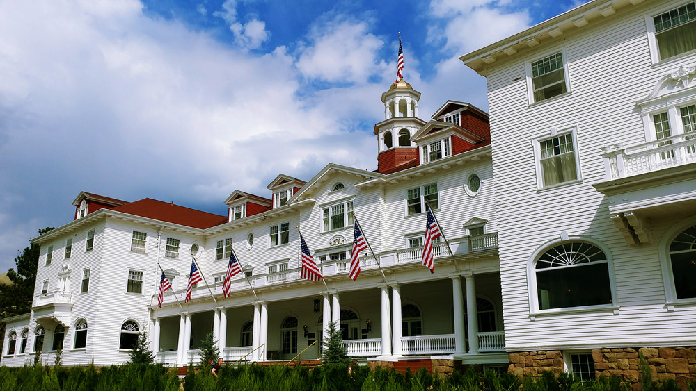 Exterior of Stanley Hotel under blue sky