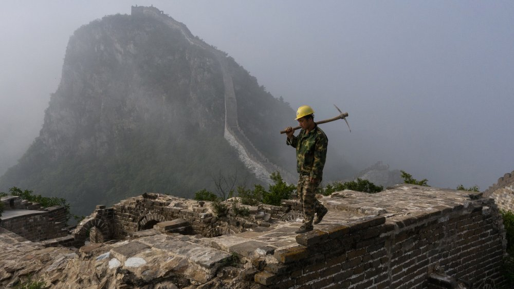 great wall w/construction guy