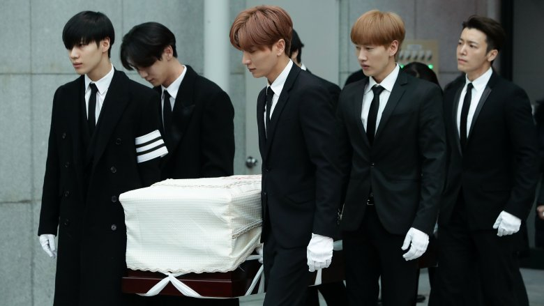 K-pop stars who tragically died before 30