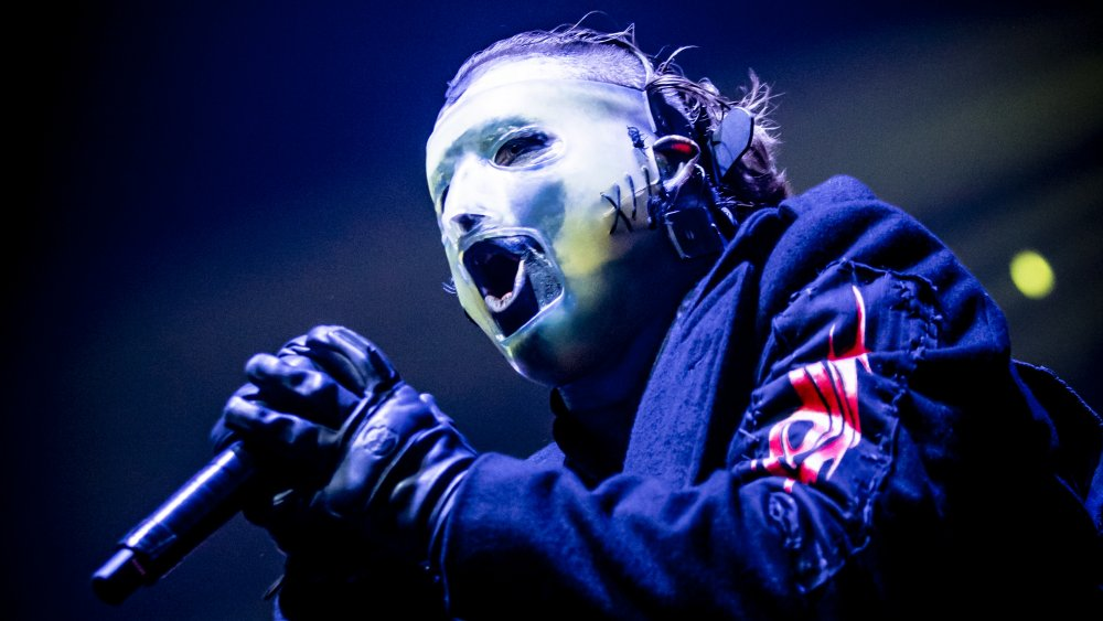 Corey Taylor performs in Milan in 2020 in his most recent mask