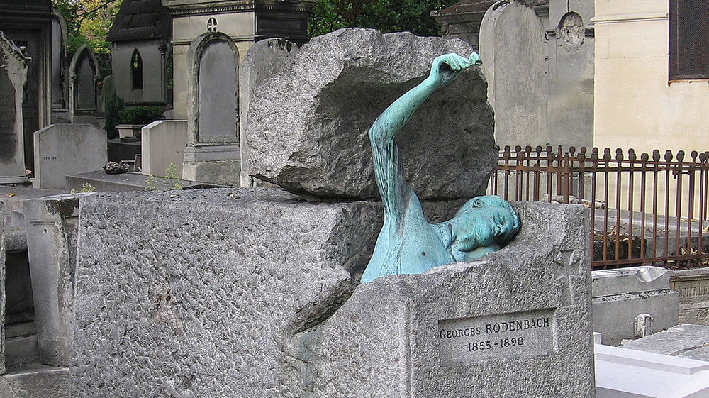 Georges Rodenbach grave with have submerged sculpture