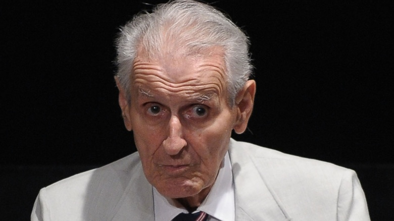 jack kevorkian Jack kevorkian's unorthodox methods drew attention to assisted suicide decades later, americans still struggle with whether doctors should be allowed to help suffering patients end their lives.